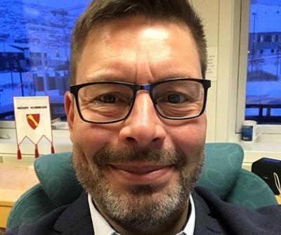 Bernth R. Sjursen (Ap) har vært ordfører i Måsøy siden 2019. Han håper den neste topplederen vil bli på post i lang tid framover.