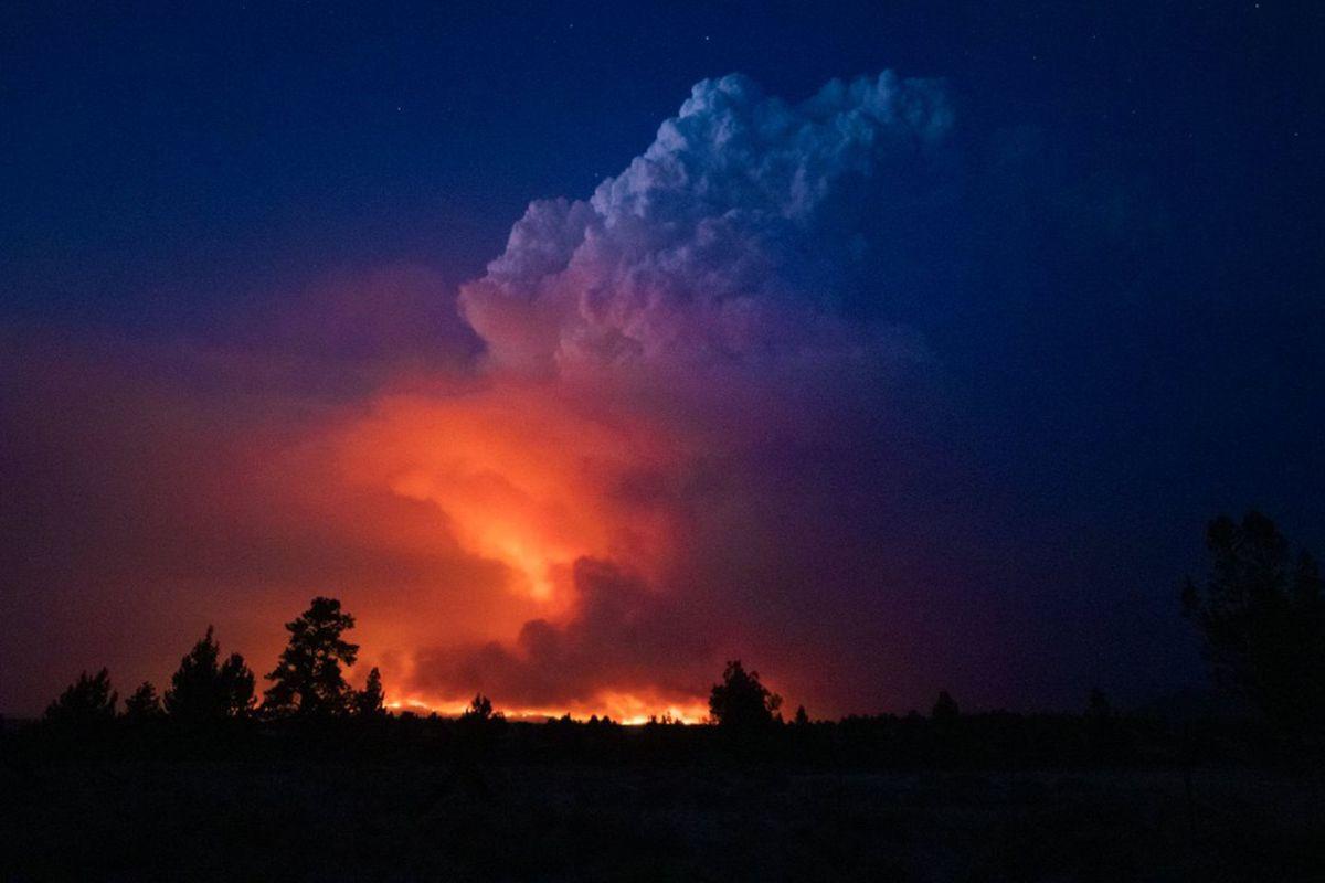 1,5 grader passeres i samtlige hovedscenarioer i den nye rapporten fra FNs klimapanel. Det betyr mer ekstremt vær og økt risiko for farlige vippepunkter. Bildet viser en av de voldsomme skogbrannene i den amerikanske delstaten Oregon i juli i år.