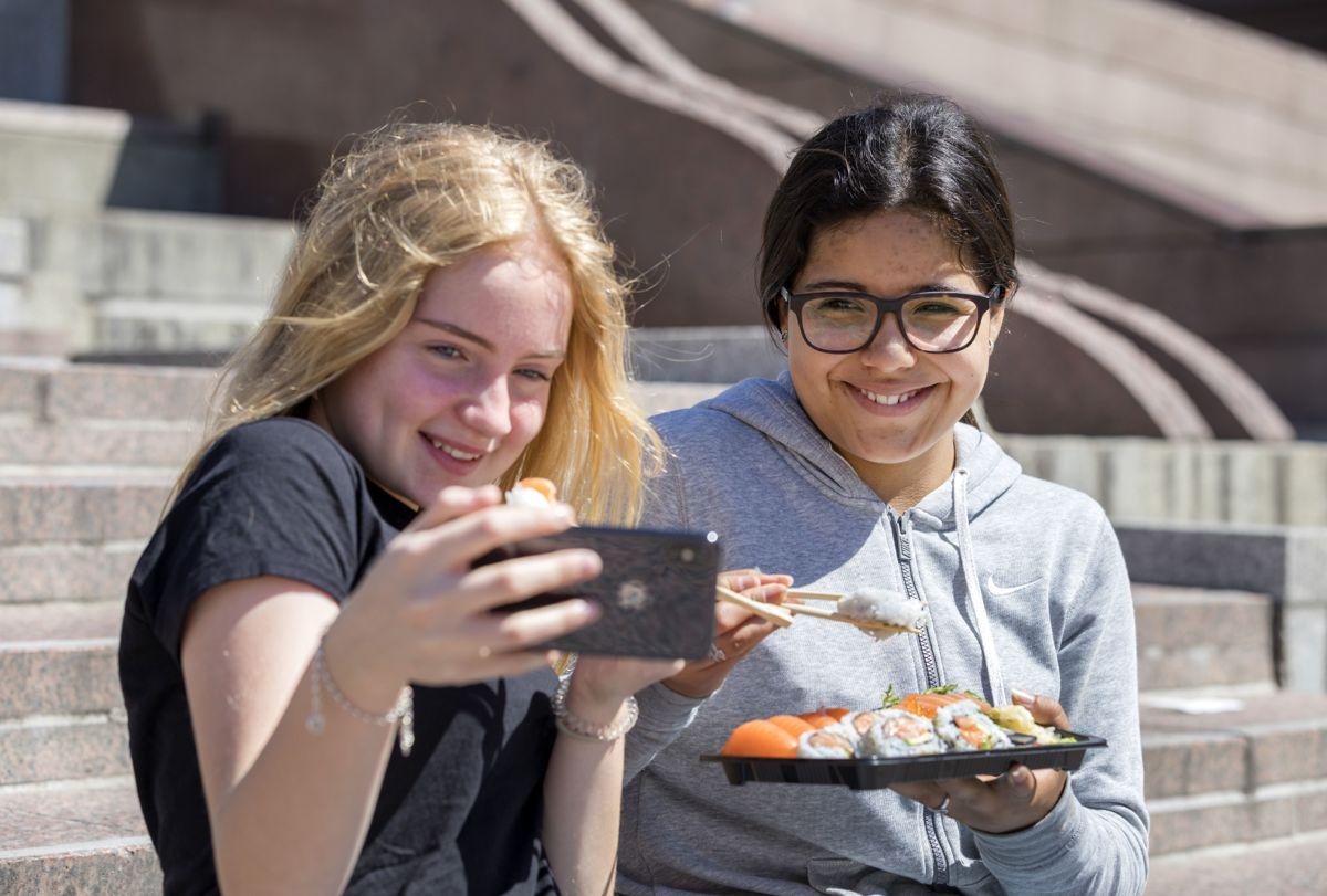 81 prosent av de norske ungdommene sier i år at de er tilfreds med livet. I fjor før pandemien var det tilsvarende 85 prosent.