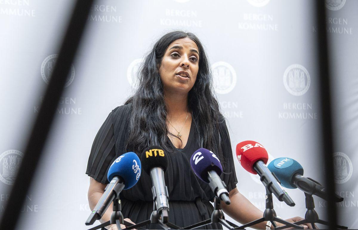 Fungerende byrådsleder Lubna Boby Jaffery i Bergen kunne melde om 62 nye smittetilfeller fredag.
