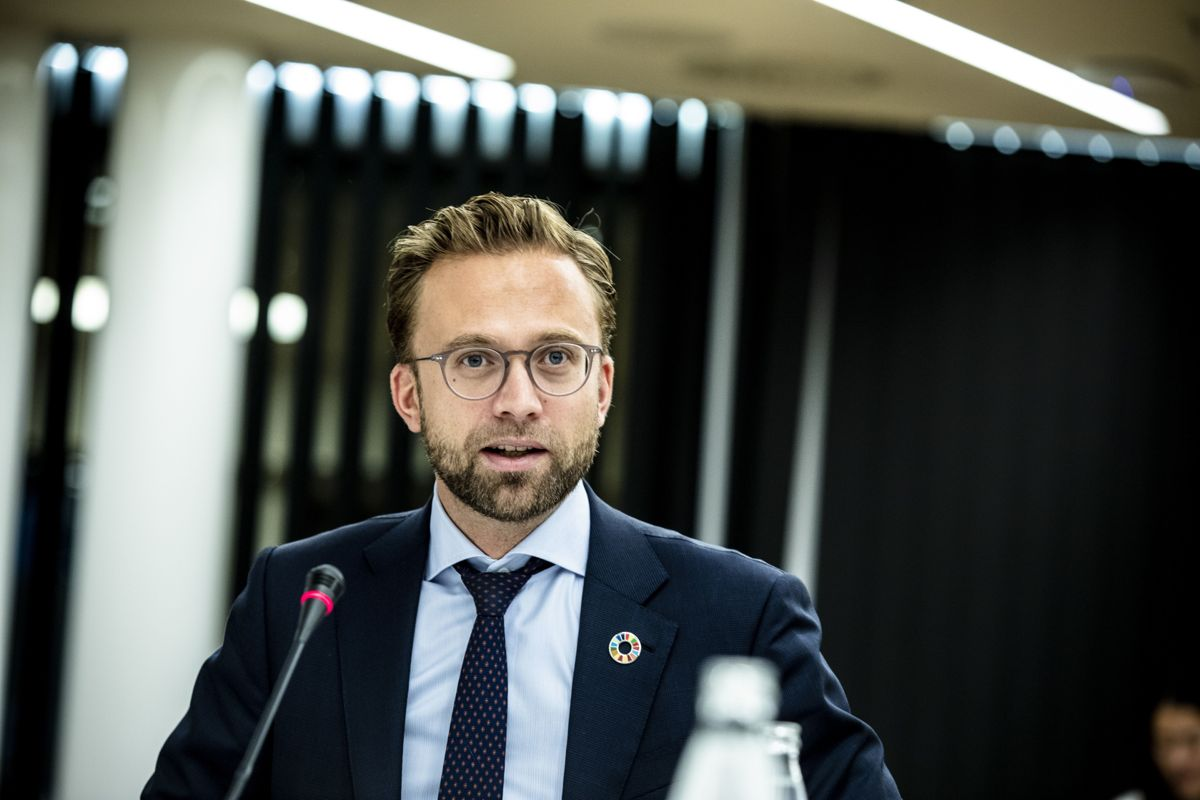 – Det offentlige har uten tvil mye å lære av det private næringsliv når det gjelder å markedsføre seg overfor potensielle arbeidstakere, sier kommunal- og moderniseringsminister Nikolai Astrup (H).
