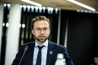 Kommunalminister Nikolai Astrup (H) hevder at det er flere viktige poster som må tas med i regnestykket når man summerer den samlede kompensasjonen fra staten knyttet til pandemihåndteringen.