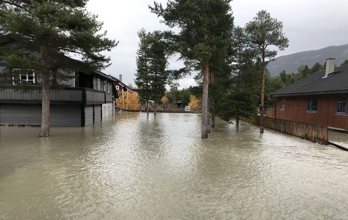 I 2018 sto store deler av kommunesenteret i Skjåk under vann. Det førte til at mobilnettet ikke virket. Nå bevilges det over 87 millioner kroner til å forsterke mobilberedskapen.