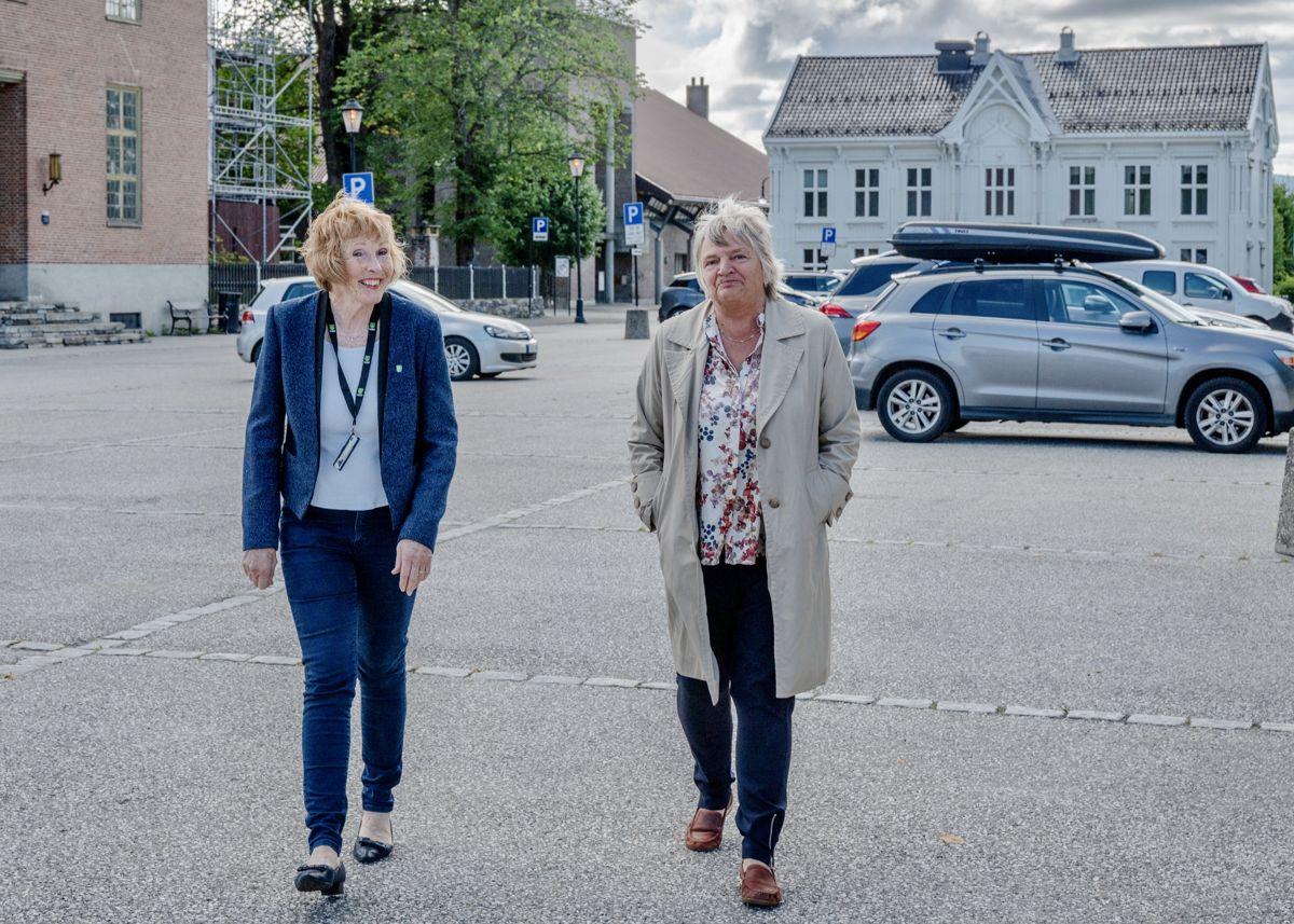 Kongsberg kommune, ved ordfører Kari Anne Sand (f.v.) og rådmann Wenche Grinderud, topper Kommunebarometeret i år.