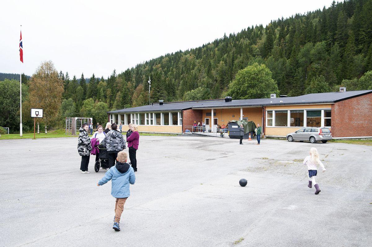 Elsfjord i Vefsn fikk Montessori-skole etter at kommunen la ned grendeskolen. For kommunen betyr det at det ikke blir noen innsparing.