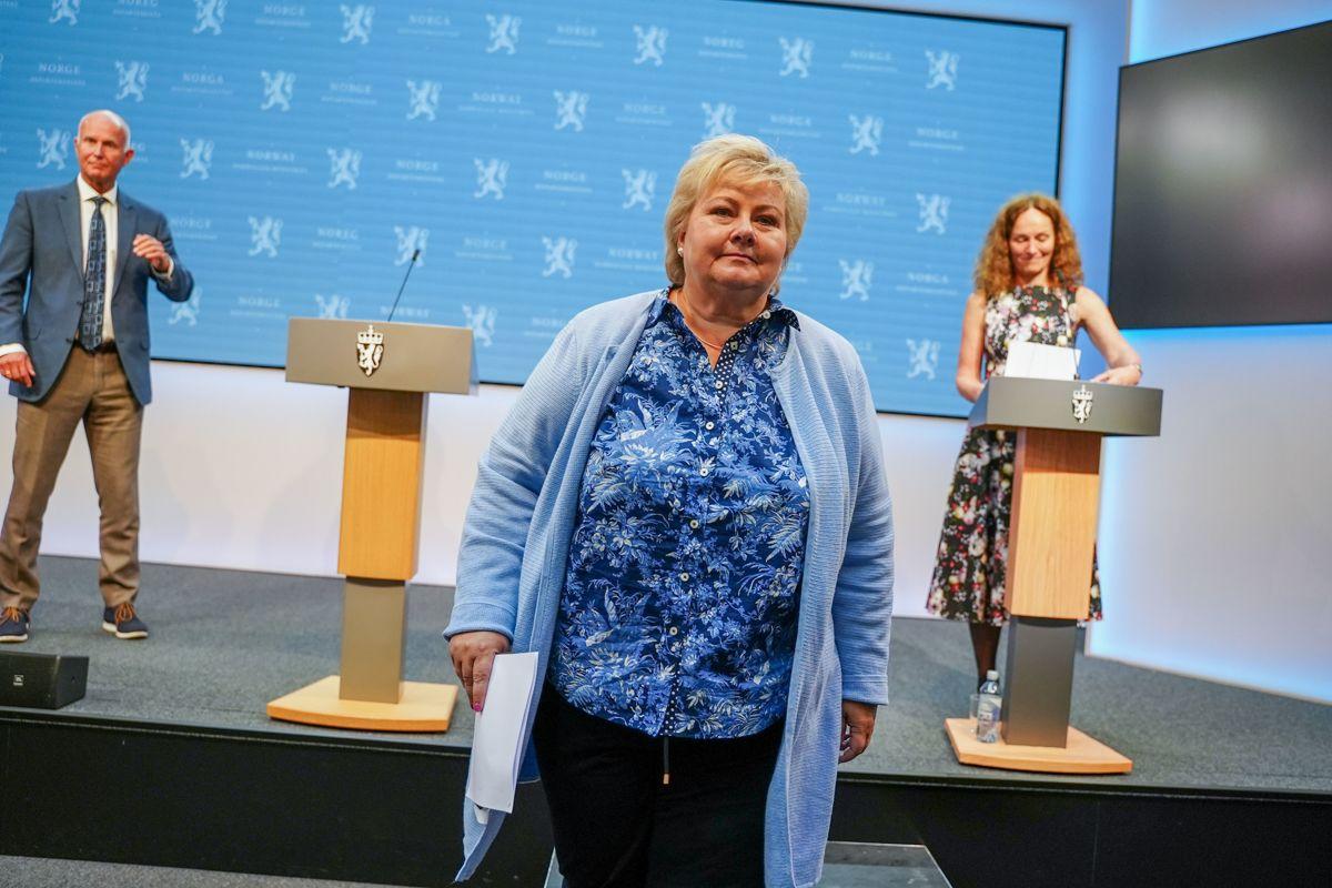 Statsminister Erna Solberg under torsdagens pressekonferanse om koronasituasjonen. Hun tok selvkritikk for den situasjonen kommunene har havnet i.