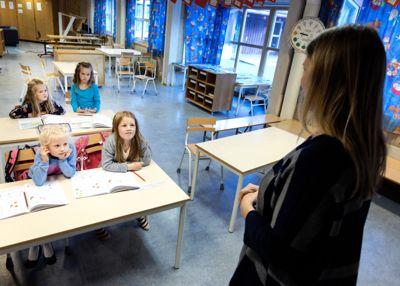 Diskusjonen om veiledningen til lærere og andre offentlig ansatte som skal melde bekymringer til barnevernet, fortsetter.