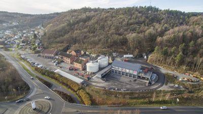 Knarrdalstrand renseanlegg i Porsgrunn pøser store mengder nitrogen ut i Frierfjorden og får fortsette med det i ti nye år, ifølge utslippstillatelsen det fikk i februar i år. Men kommunen utreder likevel nytt renseanlegg.