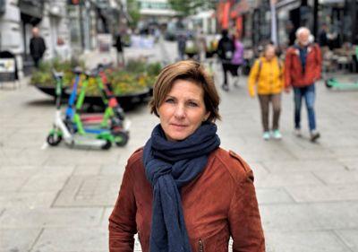 Pasient- og brukerombud Anne-Lise Kristensen i Oslo og Viken mener politikernes målsetting om at eldre skal bo hjemme så lenge som mulig, ikke nødvendigvis tjener de eldre og deres pårørende.