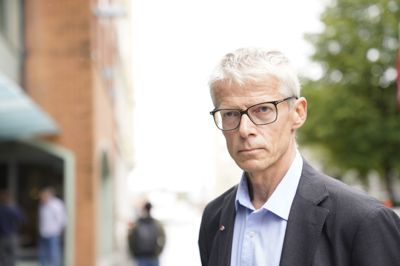 – Det er ikke akseptabelt at Nav-ansatte skal føle at det er utrygt å gå på jobb, sier Arbeids- og velferdsdirektør Hans Christian Holte.