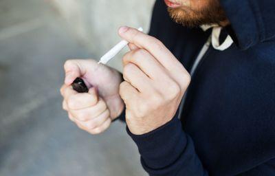 Personer som blir tatt for bruk eller besittelse av mindre mengder narkotika til egen bruk, ilegges møteplikt for den kommunale, rådgivende enheten, foreslår regjeringen.
