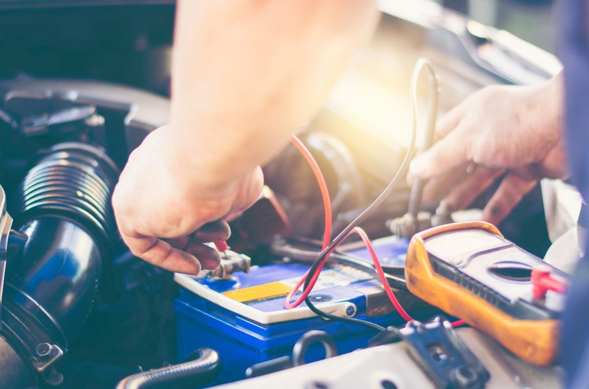 Tjek spændingen på batteriet. Kilde: Bilmagasinet. Foto: Ritzau Scanpix