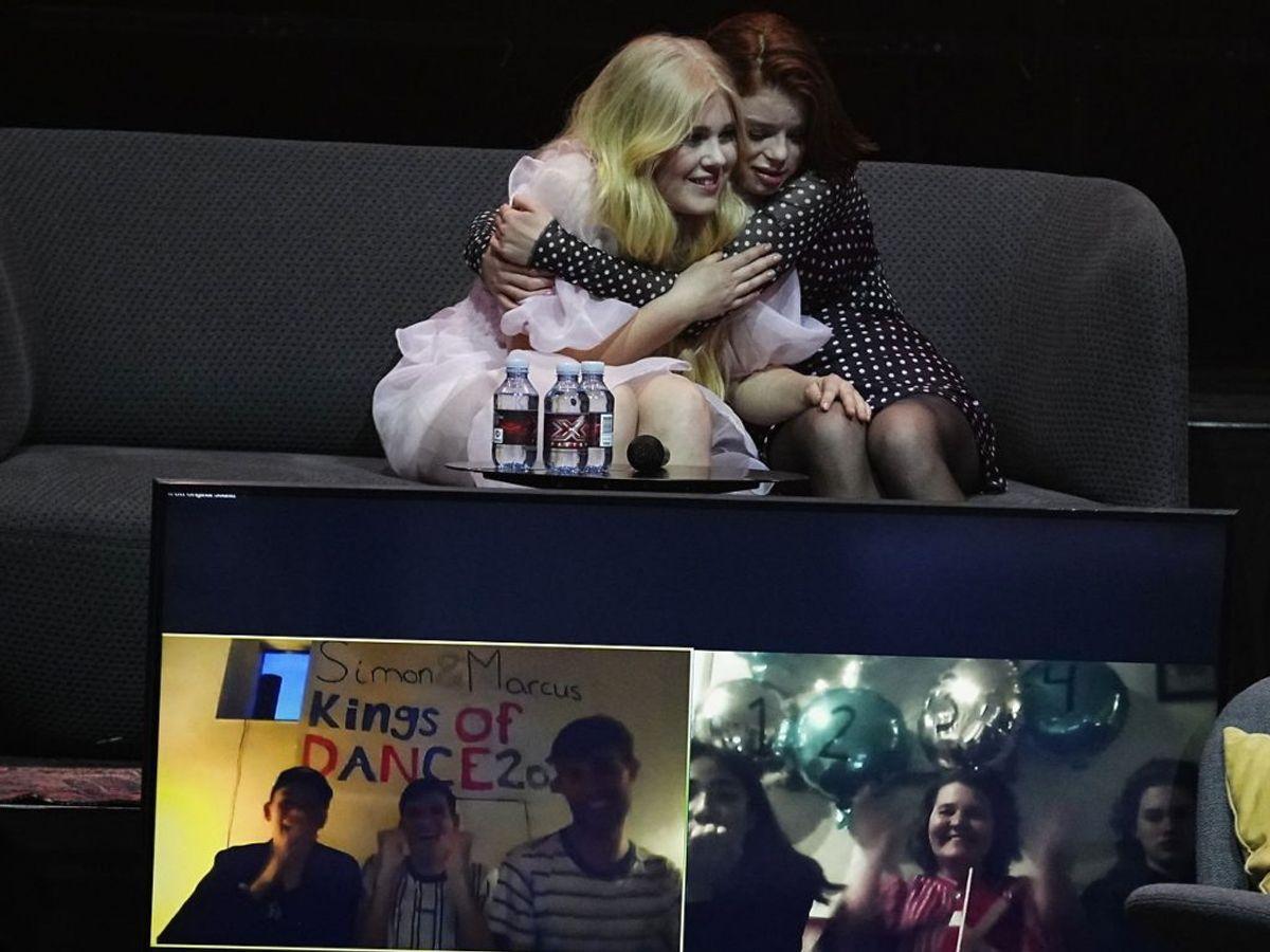 Nikoline og Luka i kram i fredagens X Factor. Foto: Martin Sylvest/Scanpix.