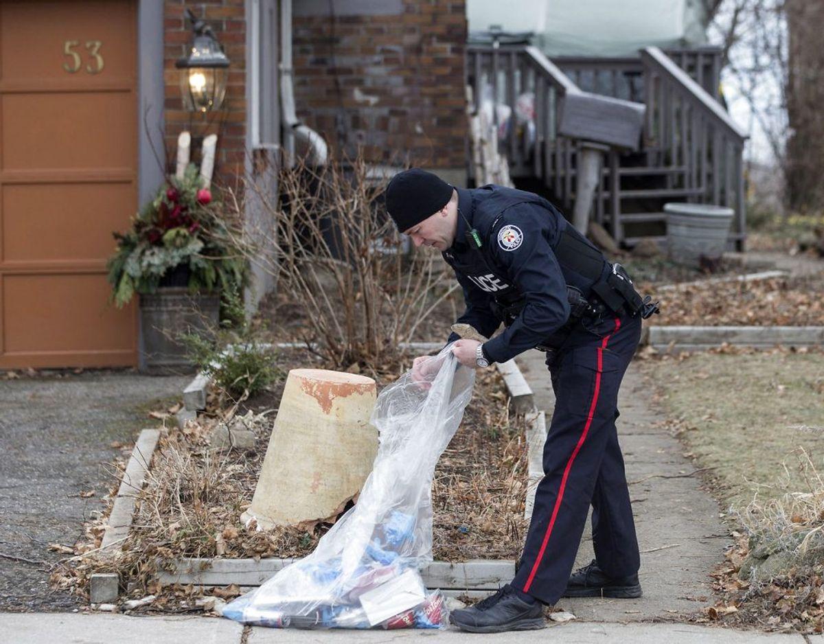 Fraser og Smiths hus bliver grundigt ransaget af politiet, der har fundet ligdele i huset, hvor Bruce McArthur slog græs og opbevarede flere redskaber. Foto: Chris Young/The Canadian Press