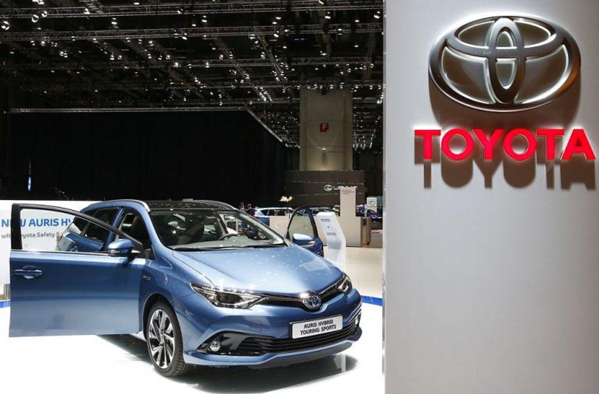 5: Toyota Auris Touring Sports 1.8 hybrid er feltets eneste benzinbil. Den kører 20,8 kilometer på en liter benzin, men lover i papirerne hele 27. Foto: Arnd Wiegmann/Scanpix.