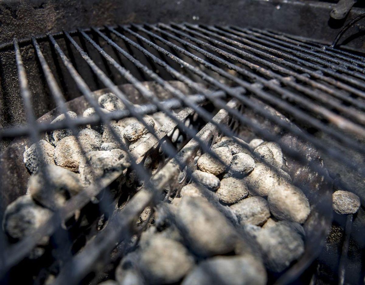 Efterlad aldrig et bål eller en grill, som ikke er helt slukket. Foto: Ritzau Scanpix/ Arkiv