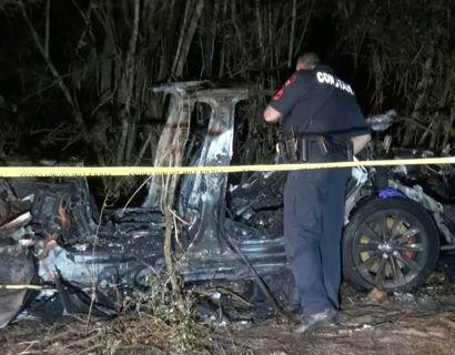 To mænd døde i en tragisk bilulykke, hvor en førerløs Tesla bragede ind i et træ. Foto: Reuters/Ritzau Scanpix