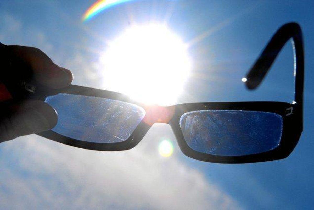Der er flere gode råd til, hvordan man beskytter sig mod solens stråler, som i værste fald kan forårsage hudkræft. KLIK VIDERE OG SE DE GODE RÅD. Arkivfoto.