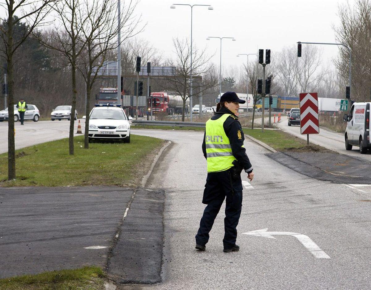 Hvis en betjent er på stedet og dirigerer trafikken, så trumfer det alt andet. Foto: Scanpix