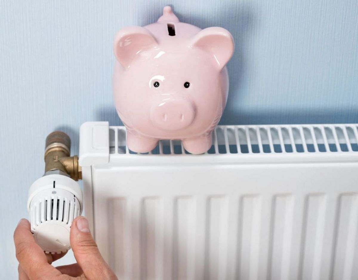 Hvis du gerne vil spare penge på varmen uden at bruge termostaten, så findes der en række ting, du kan gøre. KLIK VIDERE OG SE HVAD. Foto: Scanpix