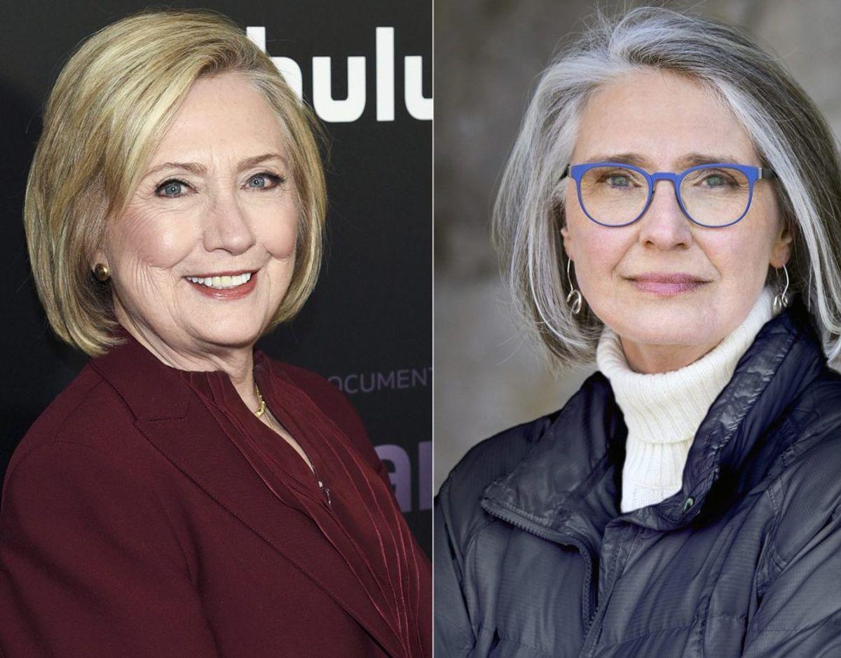 """Hillary Clinton (til venstre) og Louise Penny (til højre) har i samarbejde skrevet spændingsromanen """"State of Terror"""", der udkommer til oktober. – Foto: Ritzau Scanpix."""