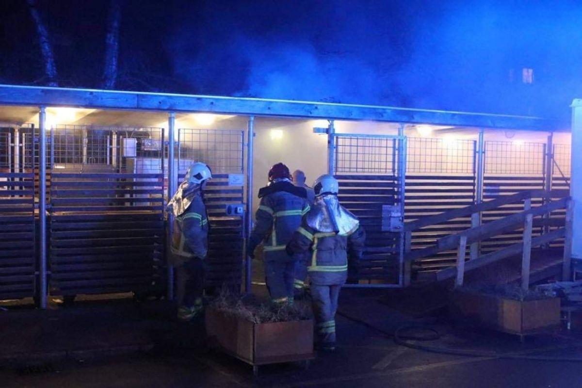 Her brand i skur på Jakob Lindbergsvej. Foto: Presse-fotos.dk