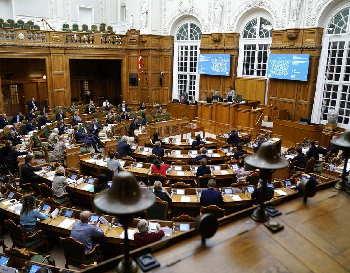 Møde i salen om blandt andet forslag til epidemiloven og forslag til udbetaling af de resterende feriepenge. Begivenhederne foregår i Folketingssalen på Christiansborg i København tirsdag den 23. februar 2021. Foto:: Scanpix.