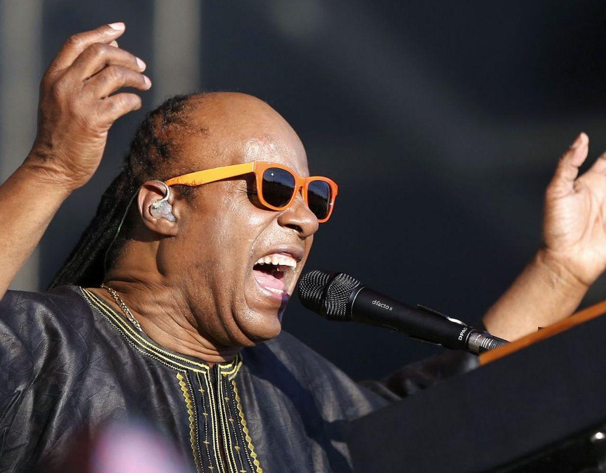 Stevie Wonder har tidligere forklaret, at han fornemmer en helt anden følelse af samhørighed og fællesskab i vestafrikanske Ghana. Klik videre for flere billeder. Foto: Scanpix/REUTERS/Alice Dunhill