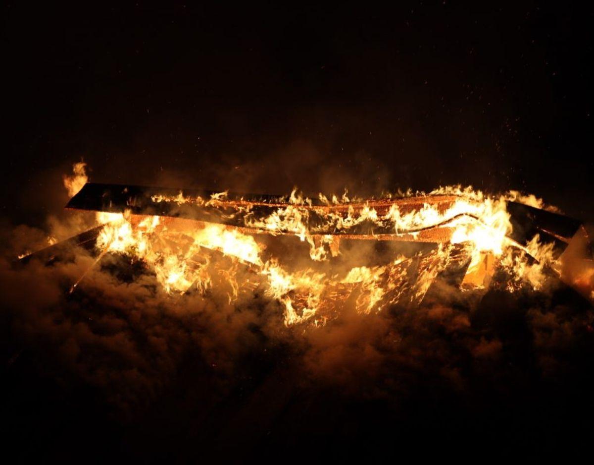 Branden er måske påsat. Foto: Presse-fotos.dk.