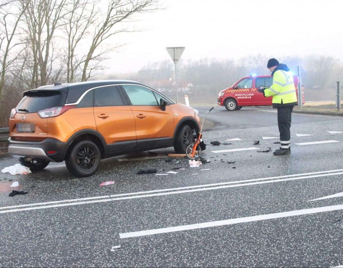 En 38-årig mand er mandag morgen dræbt i en ulykke. KLIK for flere billeder. Foto: Øxenholt Foto.