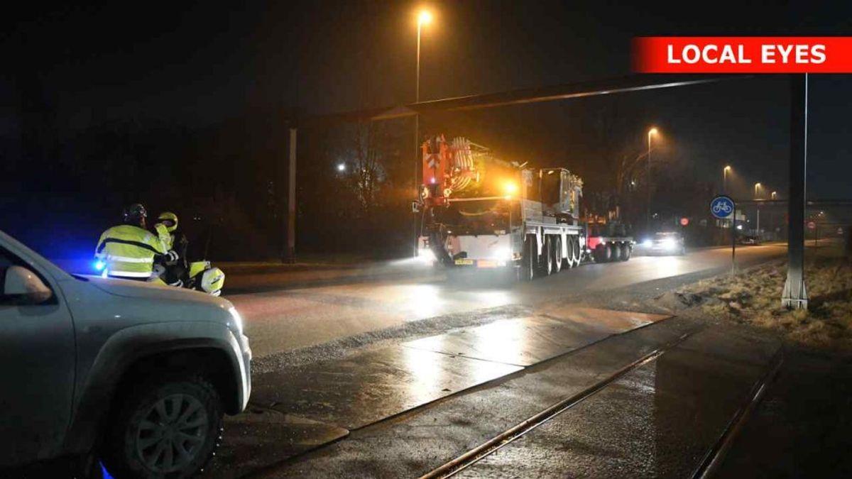 En 45-årig mand er død i en arbejdsulykke i Aalborg. KLIK for flere billeder. Foto: Local Eyes.