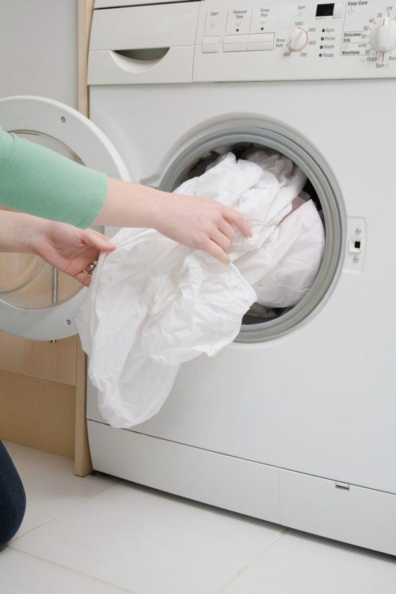 Vask sengelinned ved 60 grader mindst hver 14. dag. Kilde: Astma-Allergi Danmark. Foto: Scanpix.