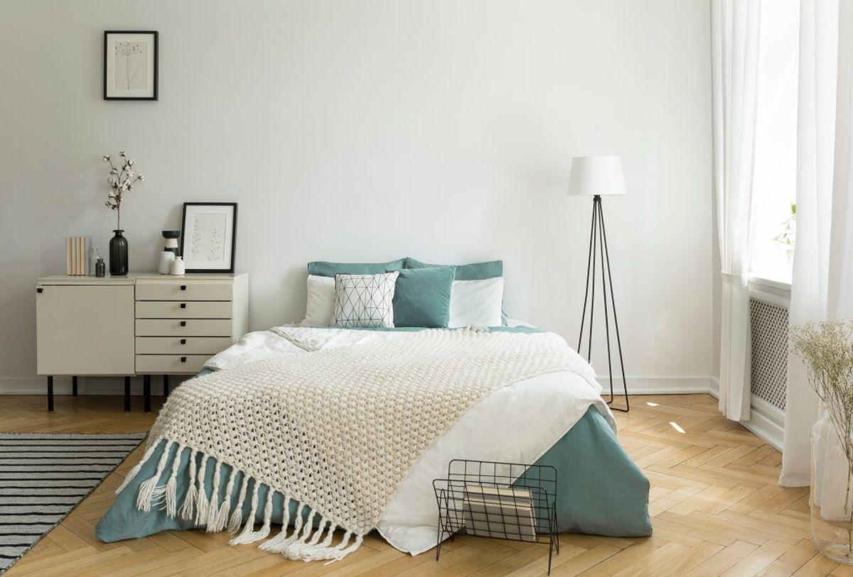 Sørge for at madrassen kan slippe af med fugten. Det vil sige, at sengen bør have ben og madrassen ligge på lameller. Og aldrig direkte på gulvet. Kilde: Astma-Allergi Danmark. Foto: Scanpix.