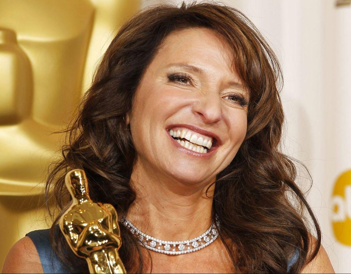 """Susanne Bier er vant til succes. Her står nu med en Oscar-statuette for sin film """"Hævnen"""". Foto: REUTERS/Mike Blake"""