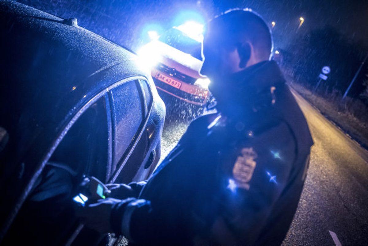 En 21-årig mand blev blandt andet sigtet for narko- og spirituskørsel efter at have kørt i den forkerte retning på Vestmotorvejen på Midtsjælland natten til lørdag. (Arkivfoto) Foto: Mads Claus Rasmussen/Scanpix