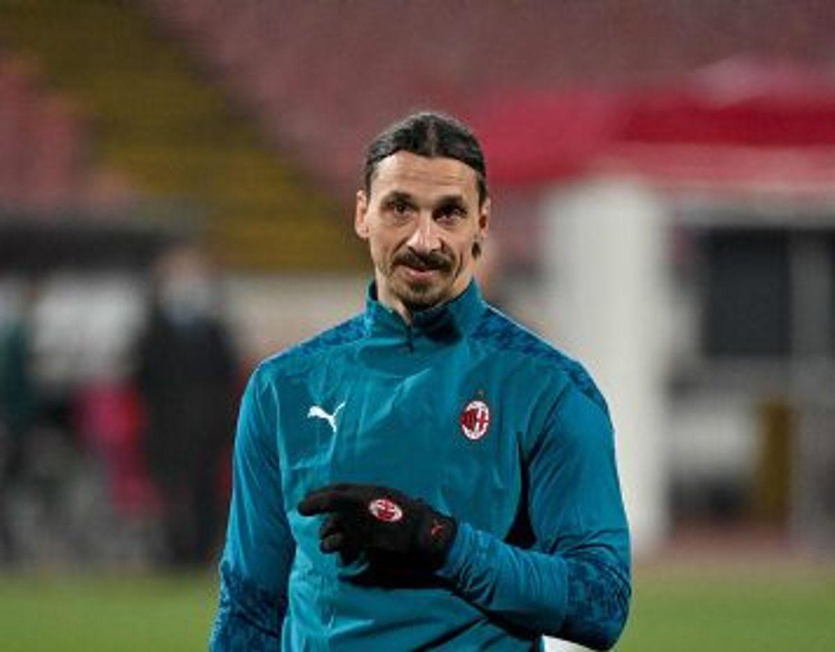 Zlatan Ibrahimovic beholdt træningsdragten på i kampen mod Røde Stjerne, men blev alligevel midtpunkt. Foto: Andrej Isakovic/AFP