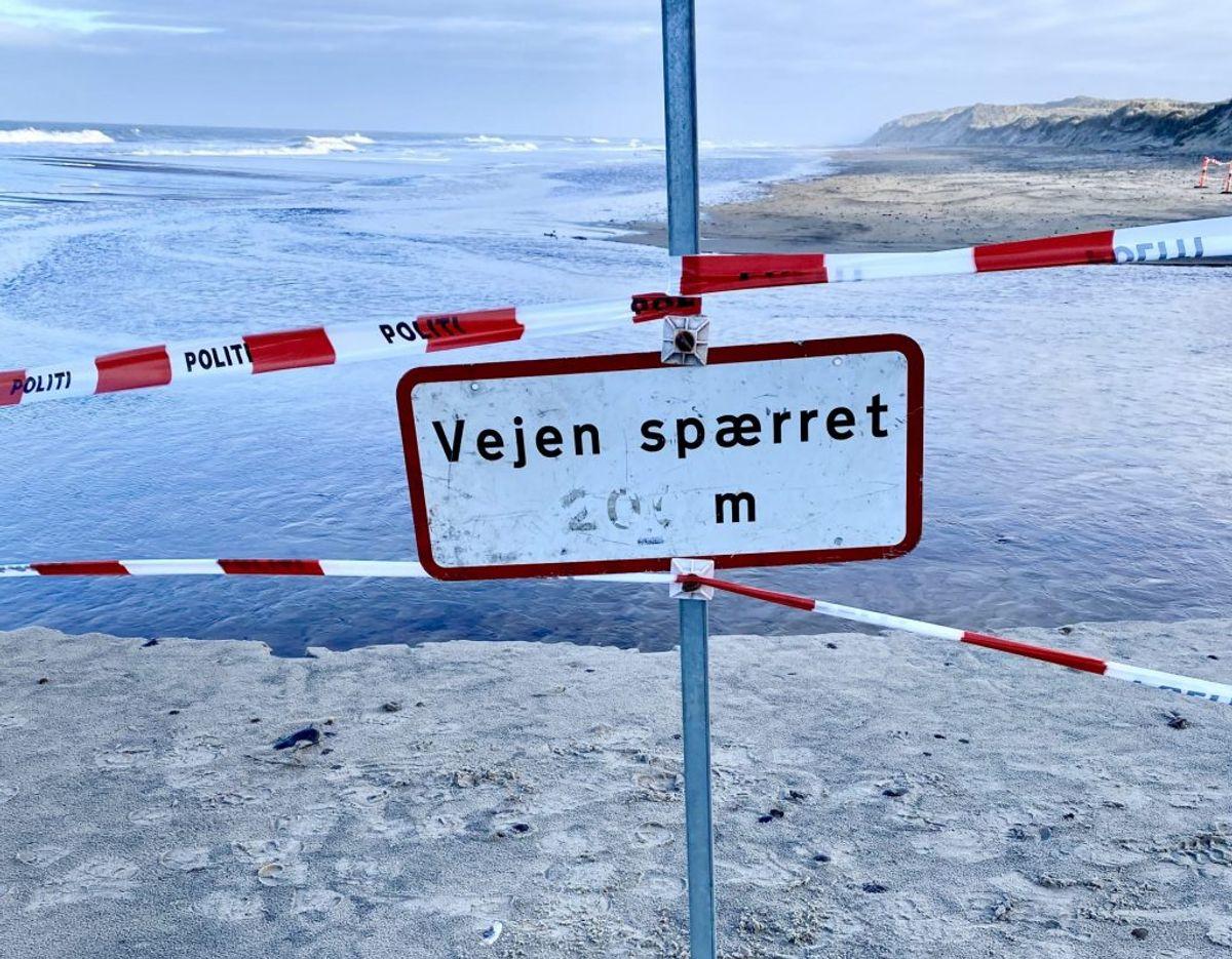 Et område på omkring 100 meter af stranden ved Bøgsted Rende i Thy er spærret af. Foto: Michael Mørk, strandfoged.