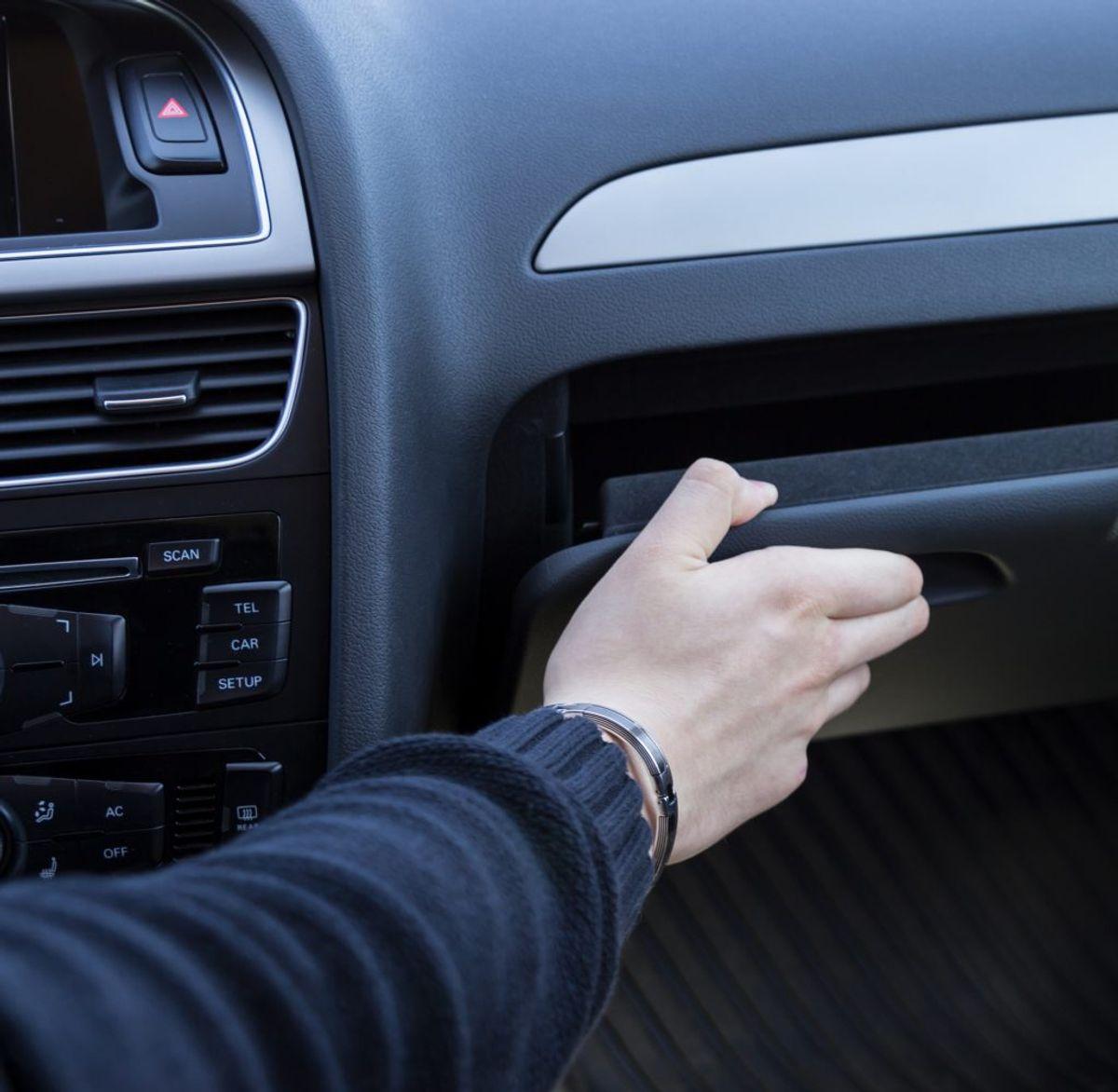 Finder ting frem eller lægger ting til side i bilen: 23 procent. Foto: Scanpix