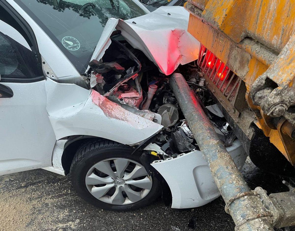 Den ene bil er nu totalskadet. Foto: Rasmus Skaftved