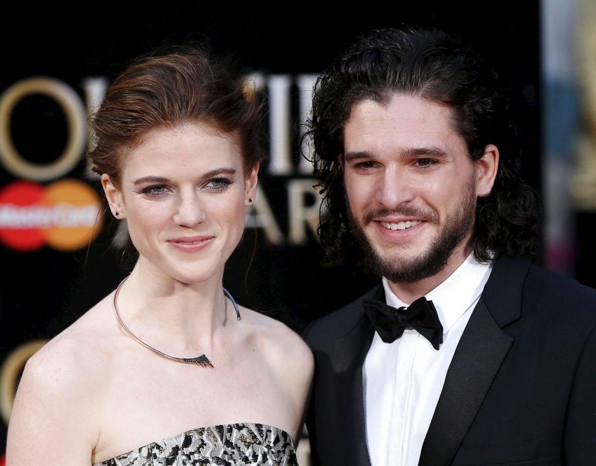 De britiske Game of Thrones stjerner Kit Harington og Rose Leslie er netop blevet førstegangsforældre til en lille dreng. Klik videre for flere billeder. Foto: Scanpix/REUTERS/Neil Hall