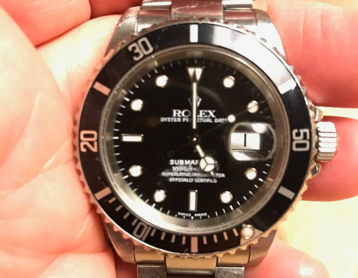 Familien efterlyser et Rolex Submariner ur. (Privatfoto).
