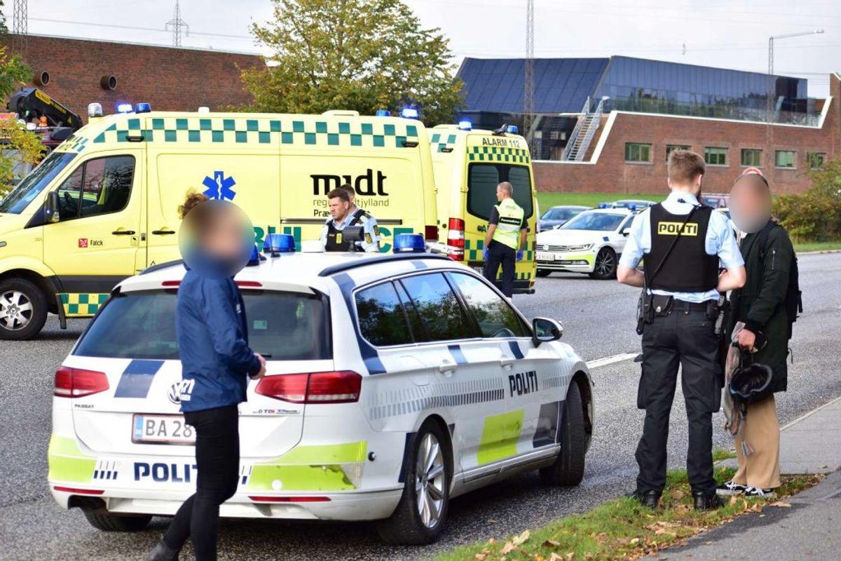 En 27-årig kvinde er tirsdag blevet dræbt i en ulykke. KLIK for flere billeder. Foto: Øxenholt Foto.