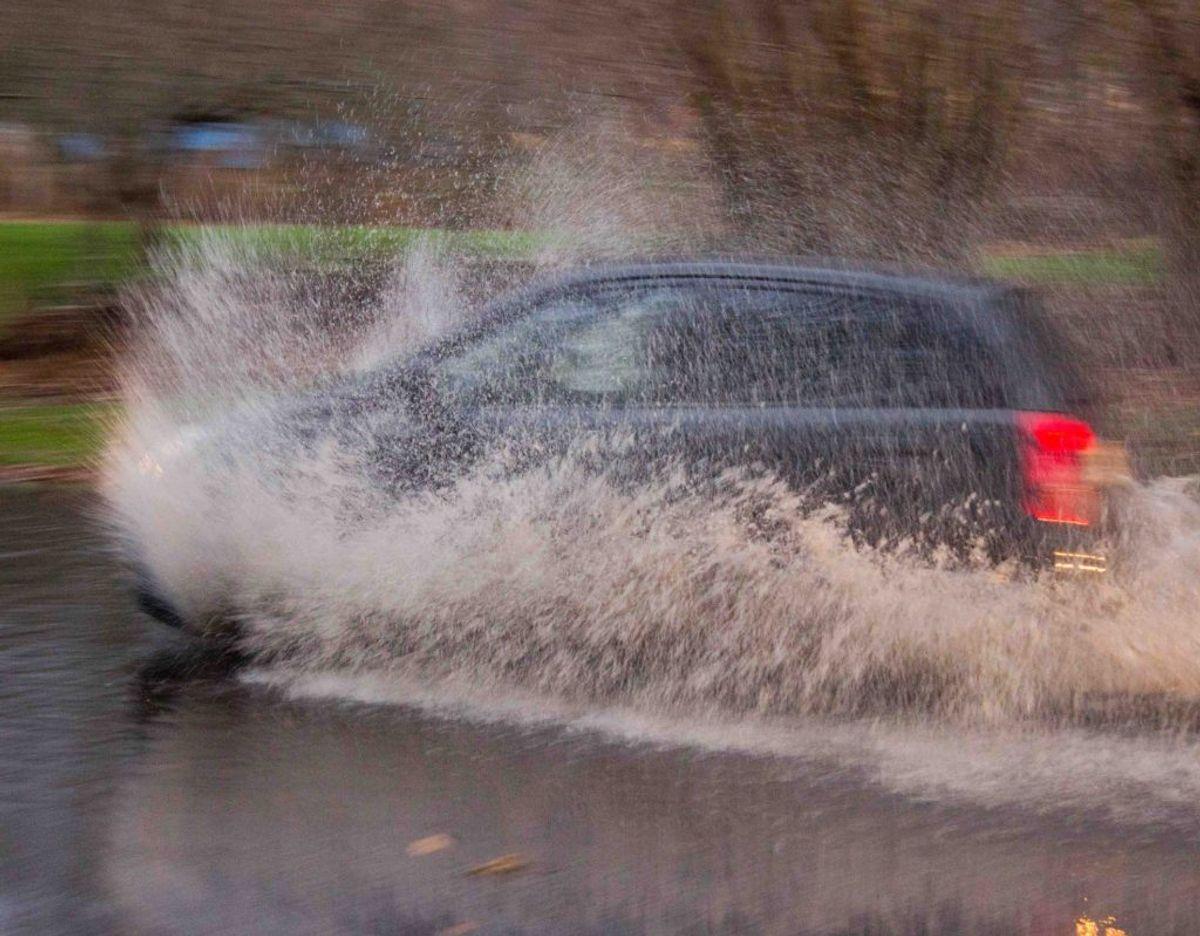 Vask bilen ofte i denne tid, lyder rådet fra eksperterne. Foto: Applus Bilsyn