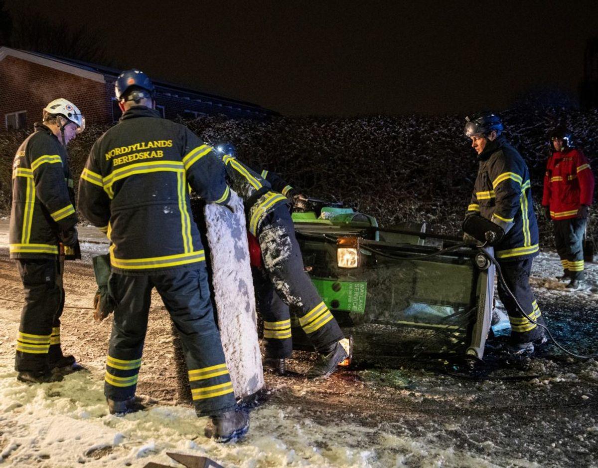 En fejemaskine væltede natten til tirsdag om på siden. KLIK for flere billeder. Foto: Rasmus Skaftved