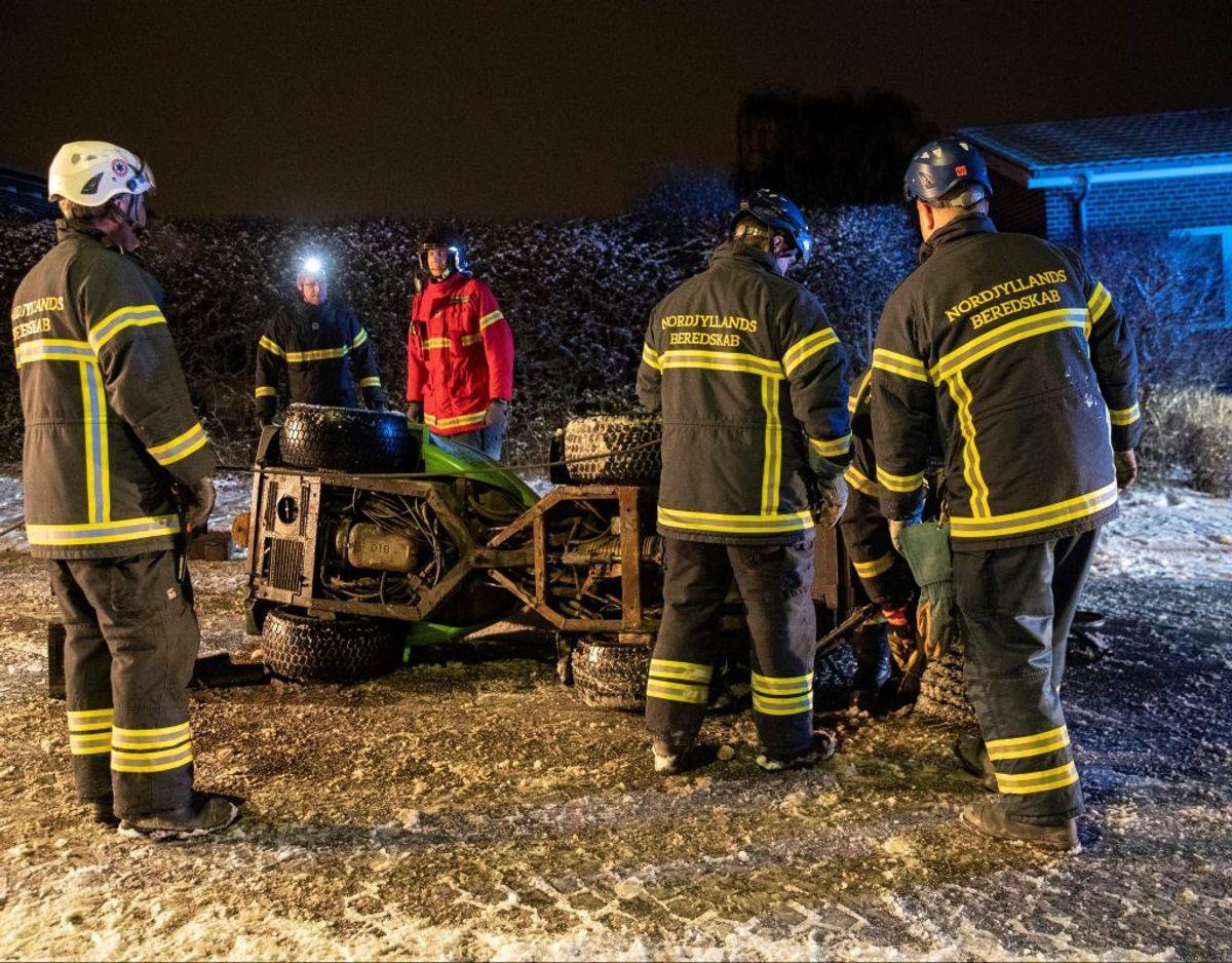 En fejemaskine væltede natten til tirsdag om på siden. Foto: Rasmus Skaftved