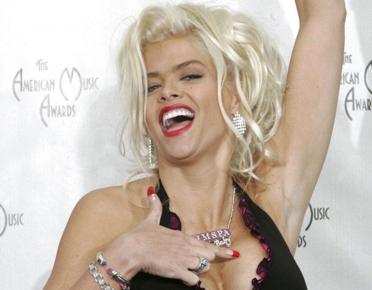 Anna Nicole Smith i sine velmagtsdage, hvor hun var en feteret Playboy-model. Klik videre for flere billeder. Foto: ScanpixREUTERS/Kimberly White