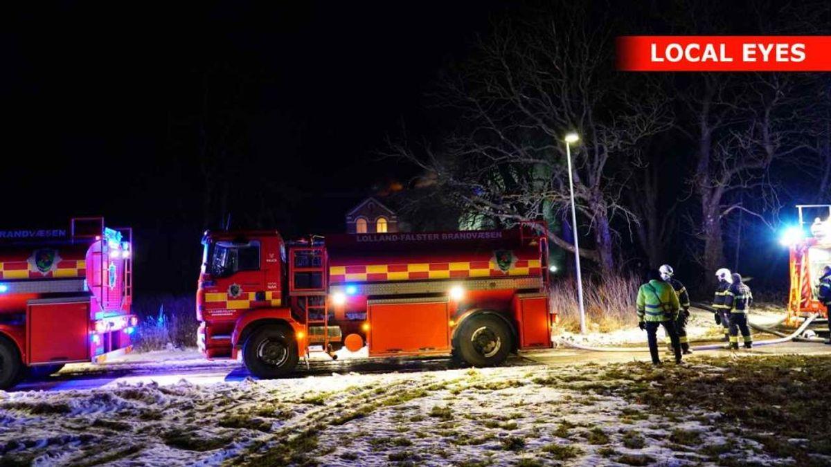 En brødrister startede det, der endte med at blive en noget voldsom brand. KLIK for flere billeder. Foto: Local Eyes