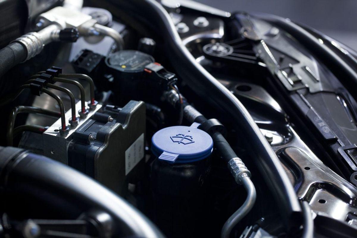 Sørg for, at der er ny kølervæske på bilen. Foto: Ritzau Scanpix