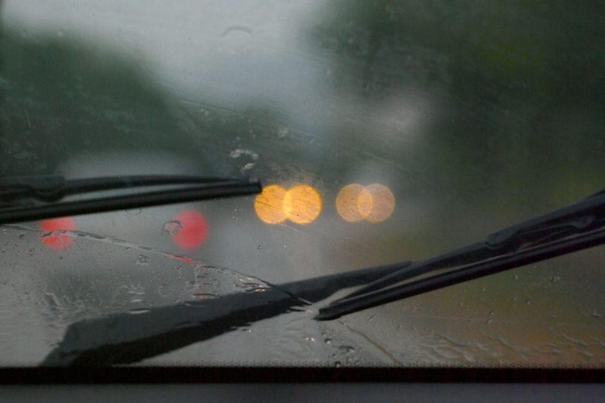 Sørg for at få skiftet vinduesviskere, hvis de trænger. Foto: Ritzau Scanpix
