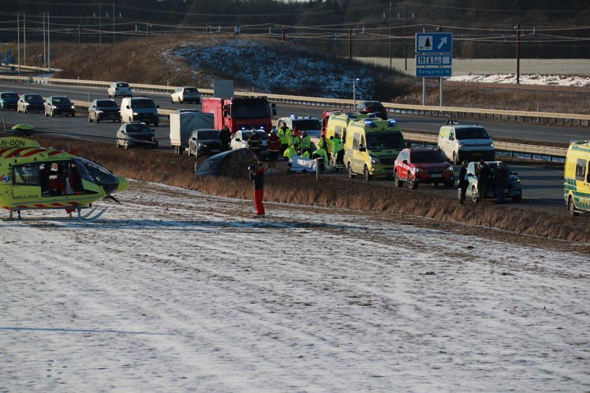 En mand er død efter soloulykken på E20 Vestmotorvejen søndag sidst på eftermiddagen. Foto: Presse-fotos.dk.